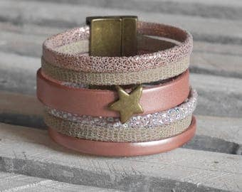 Cuff Bracelet in pink powder and beige leather with passing star bronze (BR45)