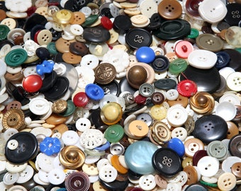 Lot Of Vintage Buttons With Metal Buttons