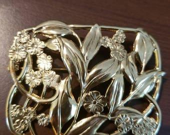 Vintage Detailed Gold Brooch