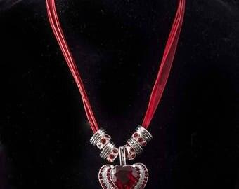 Red chiffon heart pendant choker