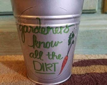 "Rustic Garden Themed Flower Pot ""gardeners know all the DIRT"""
