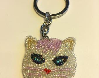 Beaded white cat keychain.