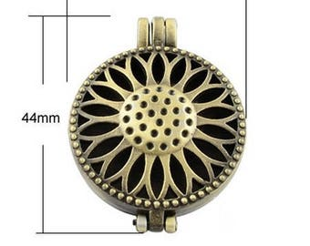 5 medallions decorated with a flower, 33mm in diameter bronze photo holder