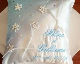 winter theme wedding: wedding ring pillow