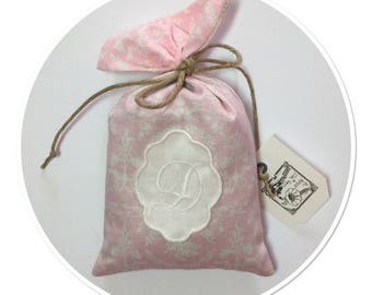 LAVENDER SACHET DECORATED WITH A MEDALLION WITH MONOGRAM PROVENCE