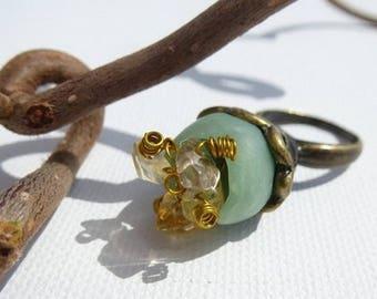 Small green jade and crystals Corolla ring
