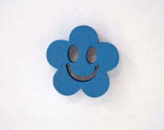 Wooden face of smile 19 x 10 mm flower button: Blue - 001883