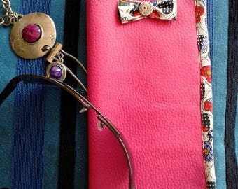 Leather glasses case fuchsia synthetic, lined by Mary j designs