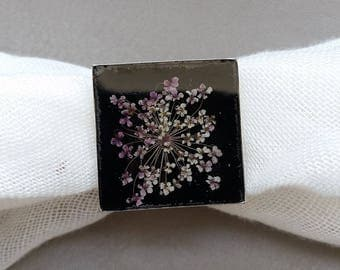 Square ring 2.5 cm, resin and dried flower white/purple