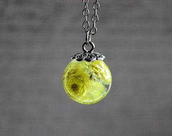 Necklace 77 cm + pendant Sphere 2 cm resin inclusion of dried mini Helichryses flowers yellow