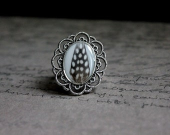 Ring oval decor lace 2.5x2.9cm resin and feather
