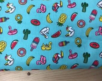 Tissu de coton imprimé fond turquoise 150 cm largeur