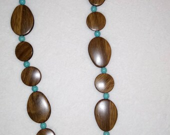 Necklace faux turquoise and wood