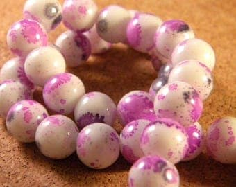 40 white speckled grey and purple glass beads 10 mm PE10