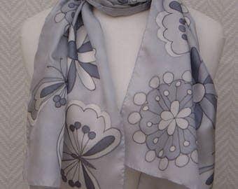 "Scarf shawl scarf with grey silk handpainted ""Charms"""
