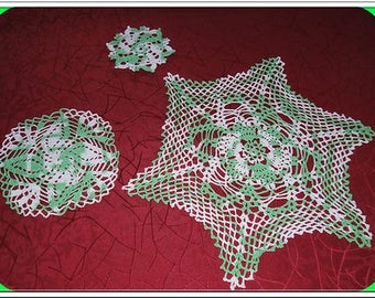 SET OF THREE DOILIES POVERTY OF GREEN AND WHITE - HANDMADE - NEW