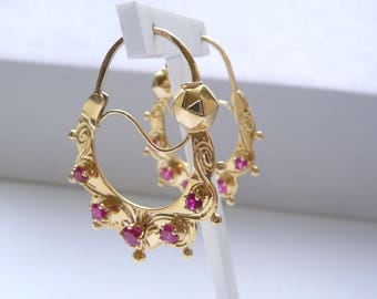 Savoy hoops in yellow gold and Ruby synthetic (30 mm diameter)