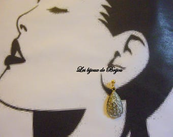 Earrings pear shaped white and golden metal
