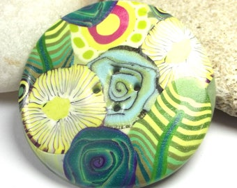 4.3 cm round sewing button: spring (yellow).