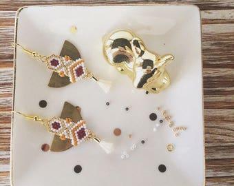 Boucles d'oreille ethnique tissage en perles de miyuki avec pompon creme
