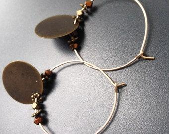 créoles plaqué or de jeu de piecette bronze et perles à facettes
