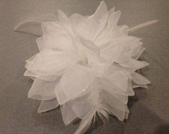 14 cm white hair clip and elastic flower applique