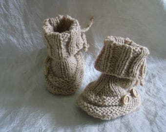 (Hand-made) knitted baby booties