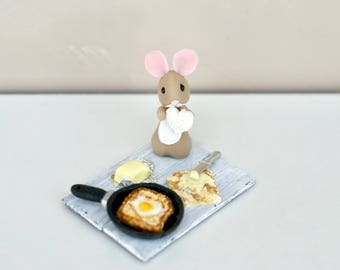 Mouse cold porcelain: toast and egg.