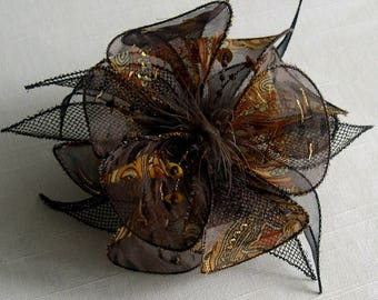Small fabric flower hairclip & feathers and pearls * 012
