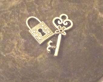 Silver heart key 21 x 9mm and 12 x 7mm silver plated lock 2 pieces