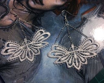 White lace and metaille earring black Gothic Victorian lolita retro