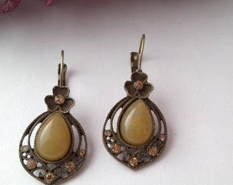 Vintage earrings and bronze baroque