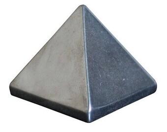 Pyramid hematite 30mm