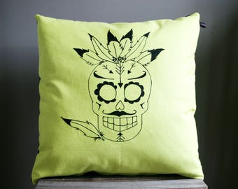 Square cushion pattern in green and black skull