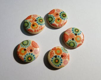 Set of 5 fancy flower pattern wooden buttons