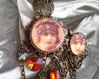 a retro/boho necklace a bit gypsy cabochon chains