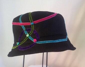 """Winter hat """"Bubbles"""" in black peacoat"""
