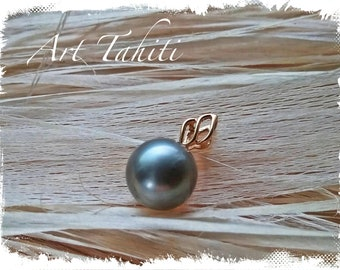 Gold and Tahitian black pearl