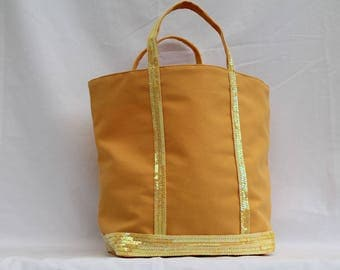 The sunny yellow bag with round sequins