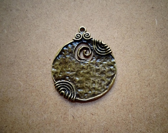 1 charm/pendant with pattern color bronze round for creation