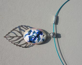 pretty leaf and blue flower cabochon Choker