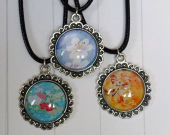 Necklace in metal with glass cabochons