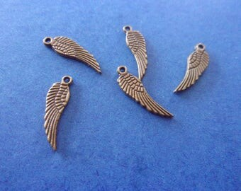 Charm/charms in the shape of wings in metal bronze - 17mm x 5 mm