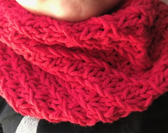 Red boy/girl Snood perfect mid-season 2-6 years