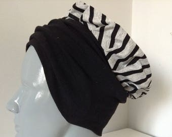 Hat in gray and Black jersey with stripes, thick black headband