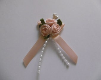 Satin bow with 3 roses in the Center bead pendant salmon color