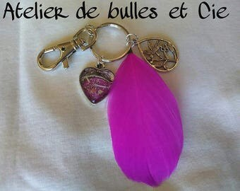 Keychain with a feather and heart shaped glass cabochon 1