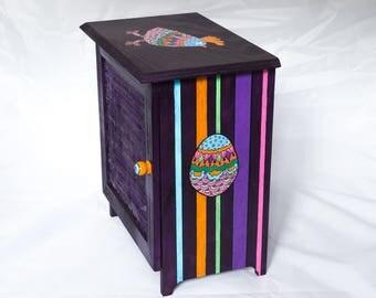 Screen door wooden egg box