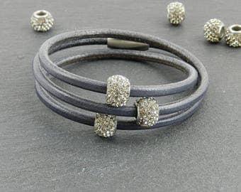 Grey leather wrap bracelet with Strassperlen | | Magnetic closure