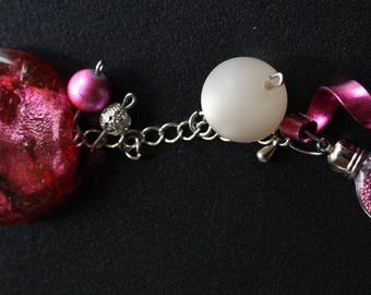 Necklace with charms in pink and Fuchsia
